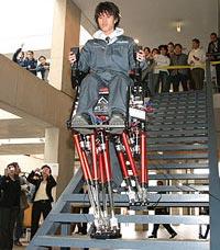 Nhật Bản chế tạo chân robot thay thế xe lăn