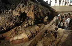 Phát hiện bức tượng đá cổ nặng 12,5 tấn ở thành phố Mexico