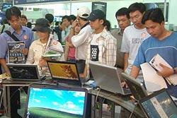 Cuộc chạy đua giá laptop xuống xấp xỉ 600 USD
