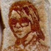 Nghệ thuật hội hoạ trên… bánh mì
