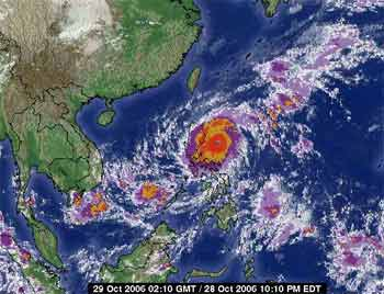 Ngày mai, gió bão ở biển Đông có thể giật đến cấp 13