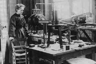 Sự khám phá chất phóng xạ của Marie Curie