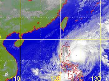 Tối nay bão Chebi mạnh cấp 15 sẽ vào biển Đông