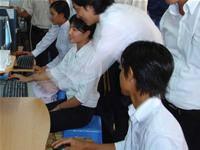 """""""Tiến bước cùng IT"""" trao tặng máy tính cho các trường THCS"""