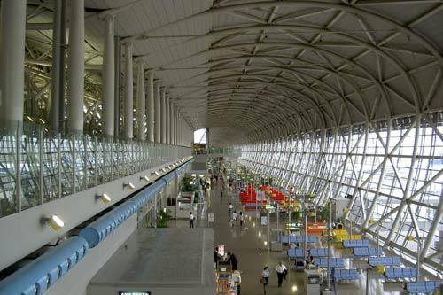 Phòng đợi bay trông rất đẹp mắt trải rộng theo hết chiều dài của công trình.