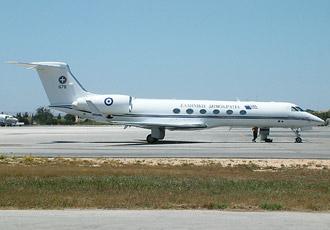 Chiếc chuyên cơ Gulfstream V chở Thủ tướng Costas Simitis tới thăm Malta ngày 13/5/2003