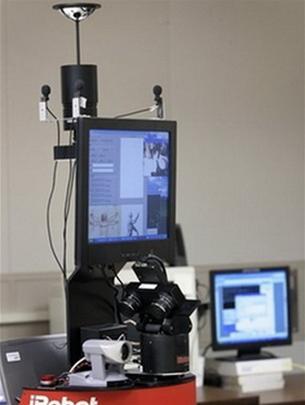 Robot George có hình dáng thô sơ nhưng đã biết tương tác với con người