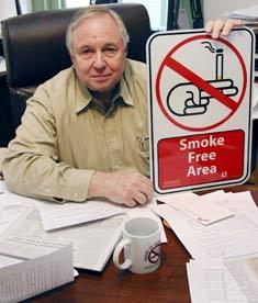 Mỹ: nhiều bang cấm hút thuốc gần trẻ em