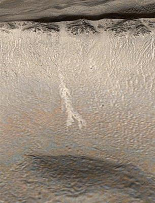 Một cái rãnh được nhìn thấy trên bề mặt sao Hỏa