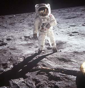 Nga muốn giúp Mỹ thám hiểm Mặt trăng