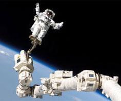 NASA vẫn chưa lắp thành công pin mặt trời mới cho trạm ISS