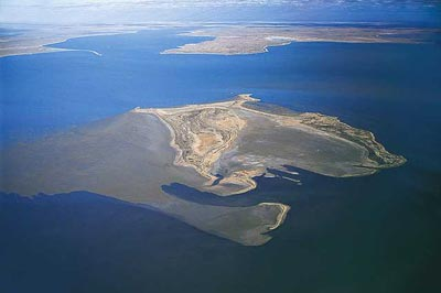 Hồ Eyre (Australia) có diện tích 7.700km2