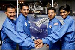 """Malaysia bỏ kế hoạch """"tách trà không gian"""""""