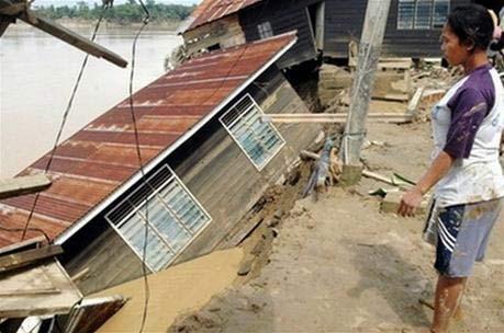 Indonesia, Malaysia đón năm mới trong mưa lũ