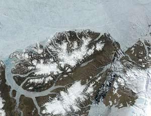 Một dải băng khổng lồ tại Bắc cực đã tách rời khỏi đất liền