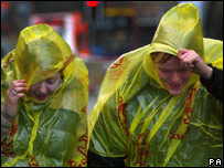 Anh quốc: Mưa gió làm nhiều tiệc năm mới phải hủy