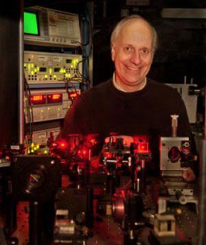 Phân tử hữu cơ thế hệ mới lập kỷ lục mới về khả năng truyền tải ánh sáng.