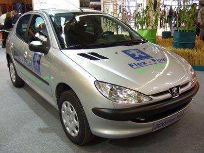 """Chiếc Peugeot 2006 với động cơ """"flex fuel"""" được giới thiệu tại Triển lãm thế giới ôtô 2006"""