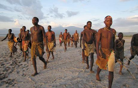 Bộ tộc Hadzave sống du mục ở miền bắc Tanzania hy vọng rằng sự tham gia của họ vào Dự án địa lý di truyền sẽ giúp gây chú ý đến di sản văn hoá đang bị đe doạ của họ