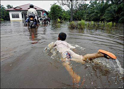 Malaysia: Lũ lụt hoành hành, 90.000 người sơ tán