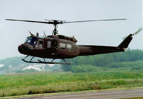 Dùng trực thăng để phun thuốc trừ sâu