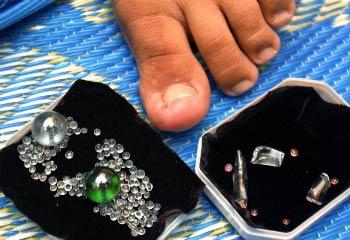 Những viên ngọc được sinh ra từ ngón chân của Siti Suhana Saadon