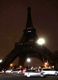 """Nước Pháp """"tắt đèn"""" để cảnh báo trái đất ấm lên"""