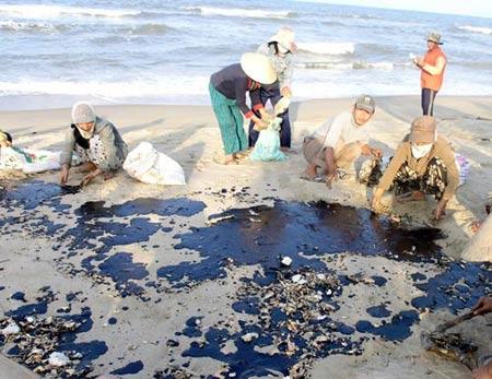 Thiệt hại do tràn dầu: Miền Trung kêu cứu!