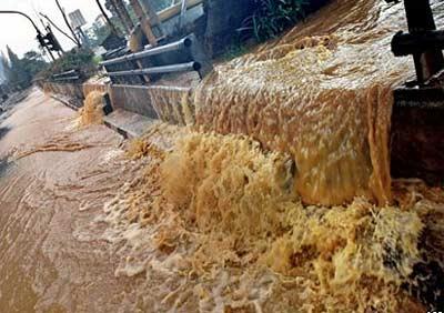 Jakarta lo ngại bệnh dịch vì lũ lụt