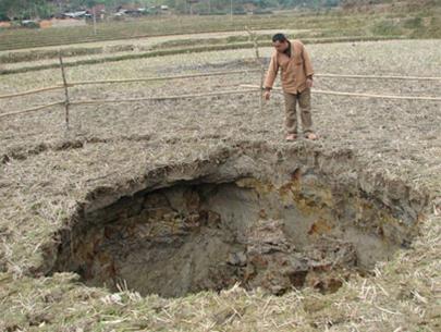 Sụt lún đất tại Bắc Kạn
