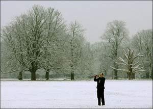 Tuyết lớn đe dọa giao thông ở Anh