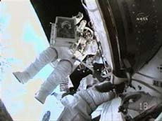 Hai phi hành gia Mỹ hoàn tất chuyến đi bộ lần ba trong không gian