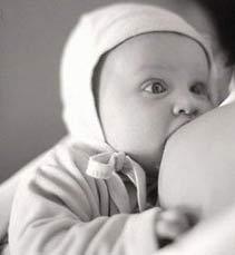 Bú sữa mẹ có ích cho thị thực của trẻ