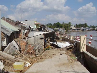 Cần Thơ: Di dời gần 100 hộ dân do sạt lở đất