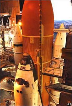 NASA hoãn phóng tàu con thoi