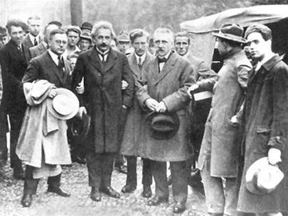 Albert Einstein: Giã từ nước Đức (kỳ 3)