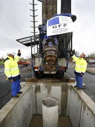 Các công nhân đang vùi thử nghiệm, CO2 trong lòng đất vào ngày 26-2-2007 tại Ketzin