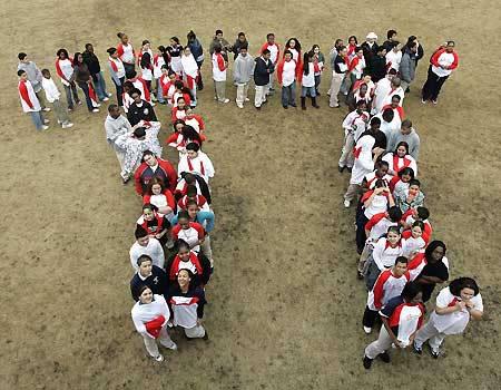 Học sinh Trường Maurice J. Tobin ở Boston (Mỹ) lập hình chữ Pi