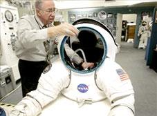 NASA phát triển trang phục không gian mới