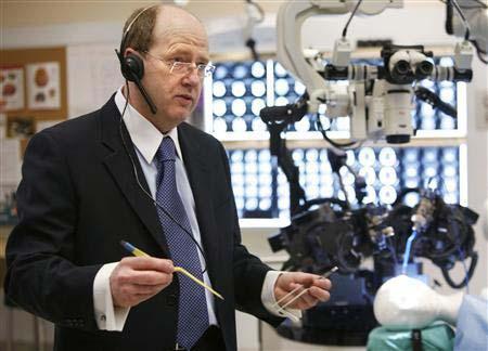 Robot giúp phẫu thuật não