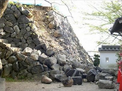 Hai trận động đất liên tiếp làm rung chuyển vùng tây nam Nhật Bản
