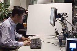 Robot máy tính điều khiển con người