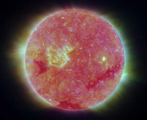 Những hình ảnh mới nhất của Mặt Trời