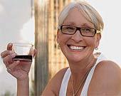 Rượu hủy hoại não phụ nữ nhanh hơn nam giới