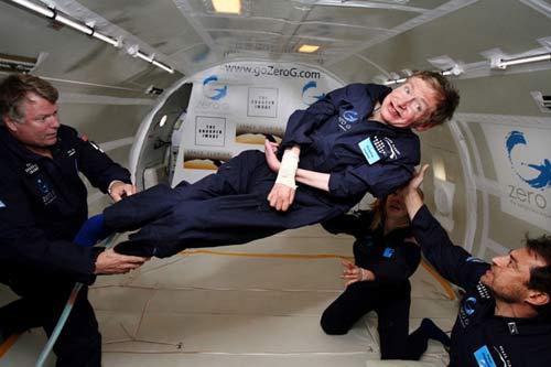 Hawking thử trạng thái không trọng lượng