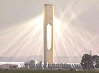 Nhà máy điện hình tháp chạy bằng năng lượng mặt trời