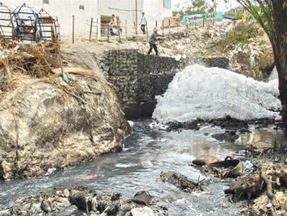 Ô nhiễm ở kênh Ba Bò (TP.HCM): Sự thật khủng khiếp!