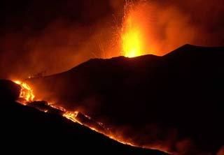 Núi lửa lớn nhất châu Âu đã tỉnh giấc