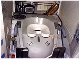 Toilet trên tàu vũ trụ có gì lạ?