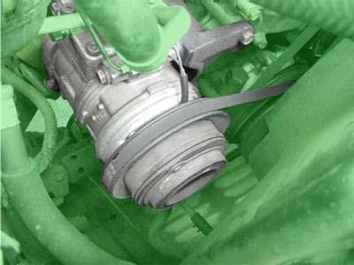 Máy nén trong hệ thống điều hòa trên xe hơi sử dụng ly hợp điện từ.